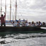 Trainera Tremolina, restaurada para el proyecto Navigatio. Al fondo, el bacaladero portugués Creoula, buque escuela en la actualidad.